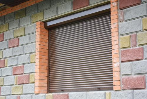 persiana de aluminio marrón